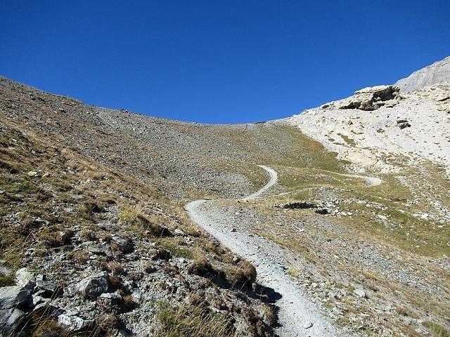Il tratto finale del sentiero (nuovamente ciclabile) che precede il Colle dello Chaberton