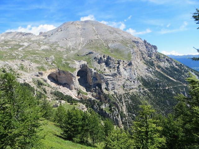 Il Monte Seguret e le Grotte dei Saraceni