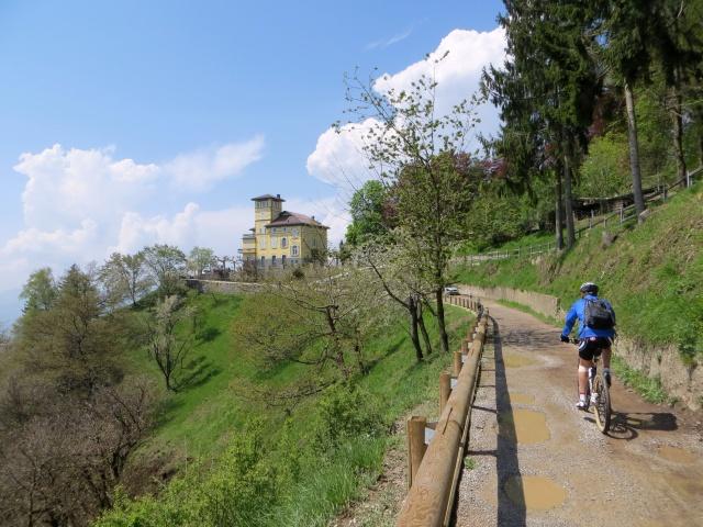 Salita al Monte Brè, nei pressi della vetta