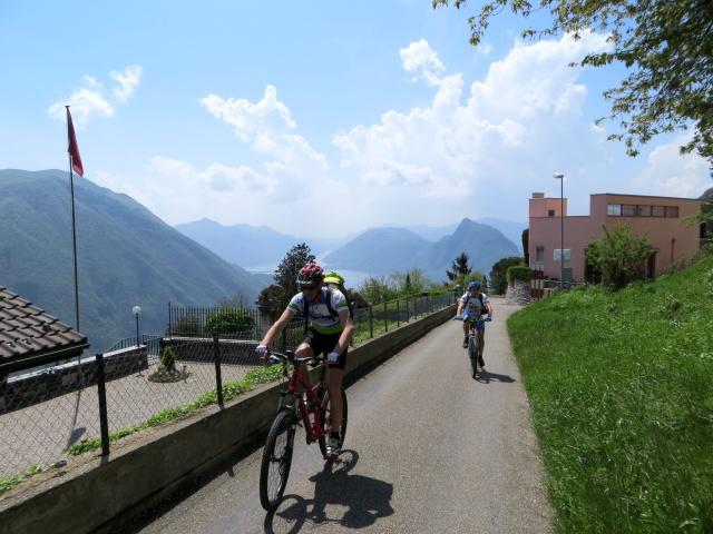 Uscendo da Brè in direzione dell'Alpe Bolla