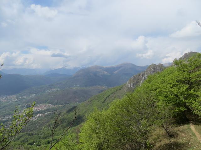 Monte Bar e Luganese dal sentiero per la vetta del Monte Boglia