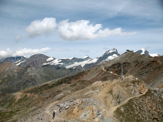 Gornergrat, panorama su Strahlhorn e Adlerhorn (dx), Rimpfischhorn, Allalinhorn (centro),  Alphubel (sx), tra le nuvole a sx il Täschhorn ed il Dom (Mischabel)