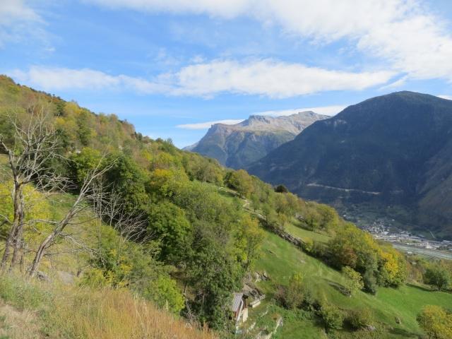 Panorama sul Gebidum (primo piano) e sulla catena dei rilievi che precede il Sempione