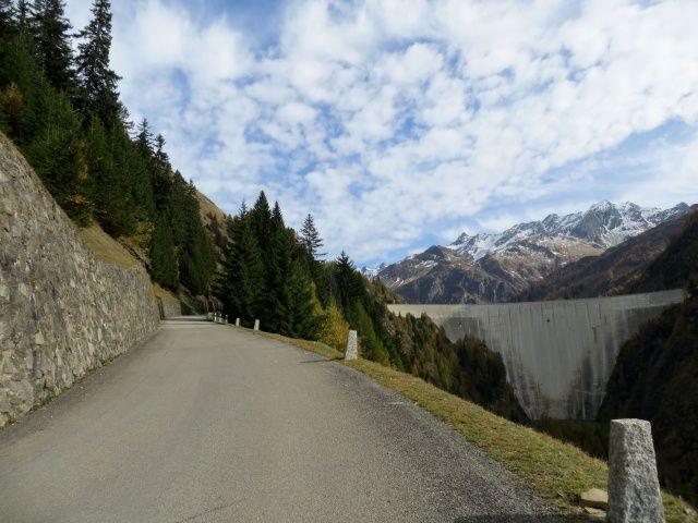 Ultimo tratto di salita alla diga del Lago di Luzzone