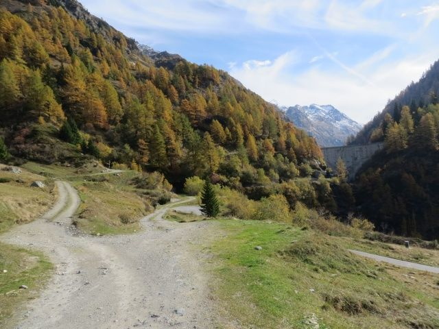 Val di Carassino, ascesa alla diga di Carassino