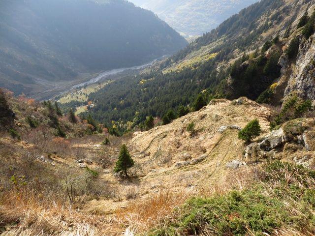 Traccia di discesa dal Passo di Piotta (nei pressi della cappella di Termine) - vista sulla Val Soi