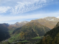 Val di Campo (sx), inizio della Val Camadra (dx), sullo sfondo la Cima della Bianca, il Pizzo del Corvo ed il Passo di Gana Negra