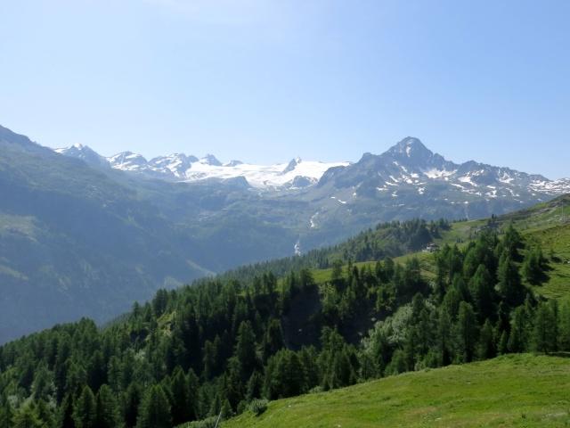 Les Suches, panorama sulla Testa del Rutor (mt 3.486), sul perenne ghiacciaio e sulle famose cascate del Rutor