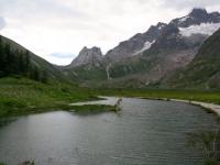 Lago Combal, panorama sulla Val veny e la catena del Monte Bianco