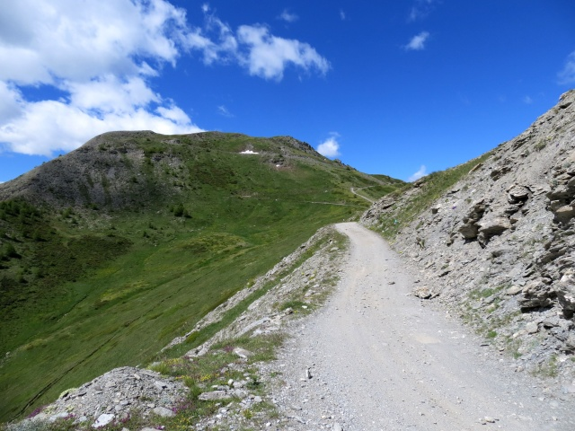 Salita al Monte Genevris lungo la Strada dell'Assietta