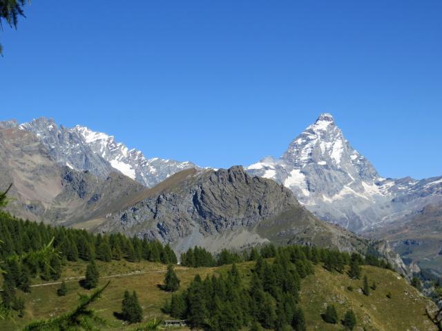 Il Cervino e le Grandes Murailles in tutto il loro splendore lungo la strada per l'Alpe Cortina