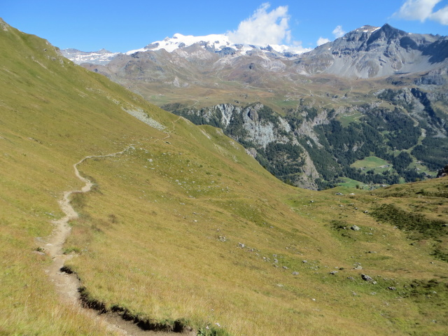 Il sentiero 107 che scende dalla Finestra di Cignana in direzione di Cervinia