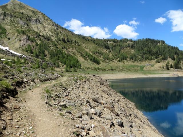 La traccia che costeggia il Lago Tremorgio
