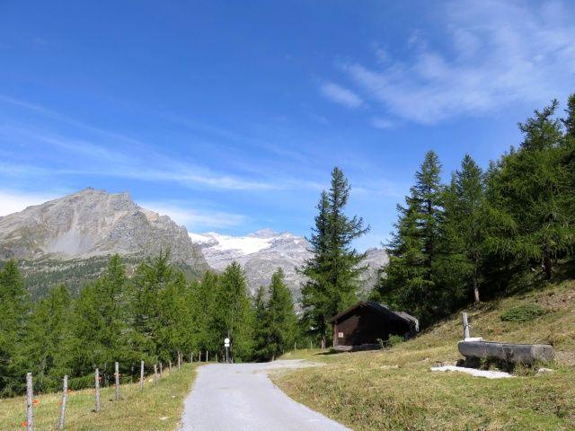 Furggupass, sullo sfondo il ghiacciaio del Breithorn ed al centro la piramide del Monte Leone