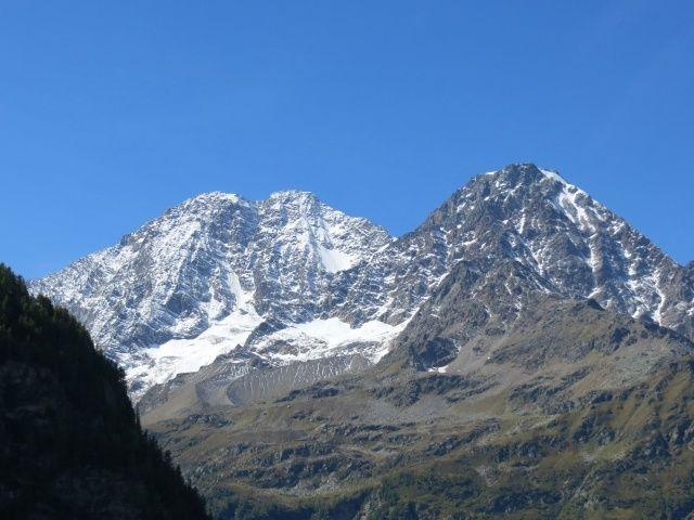 Furggupass, panorama su Lagginhorn (sx) e Fletschhorn (dx)