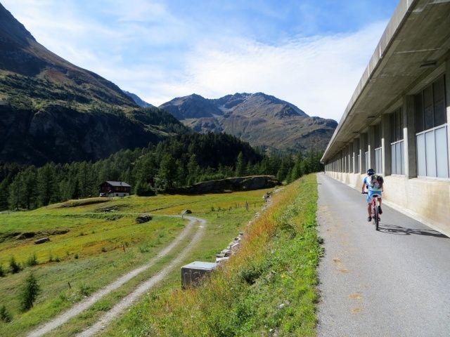 In direzione di Engiloch - passaggio che evita di percorrere il lungo tunnel