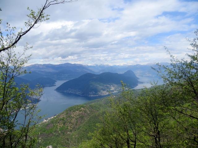 Sulla vetta del Monte Orsa, panorama sul Lago Ceresio