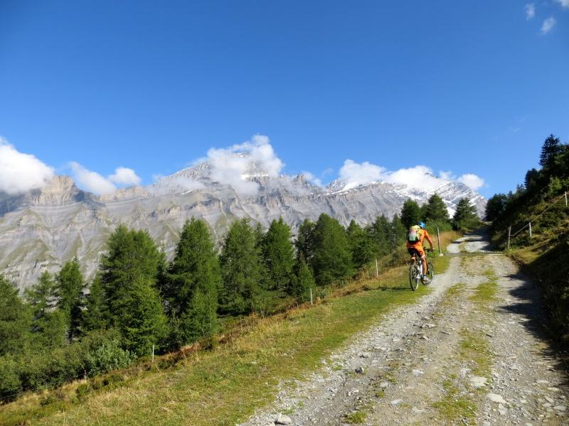 Salita alla Rinderhütte, panorama sui rilievi sovrastanti Leukerbad