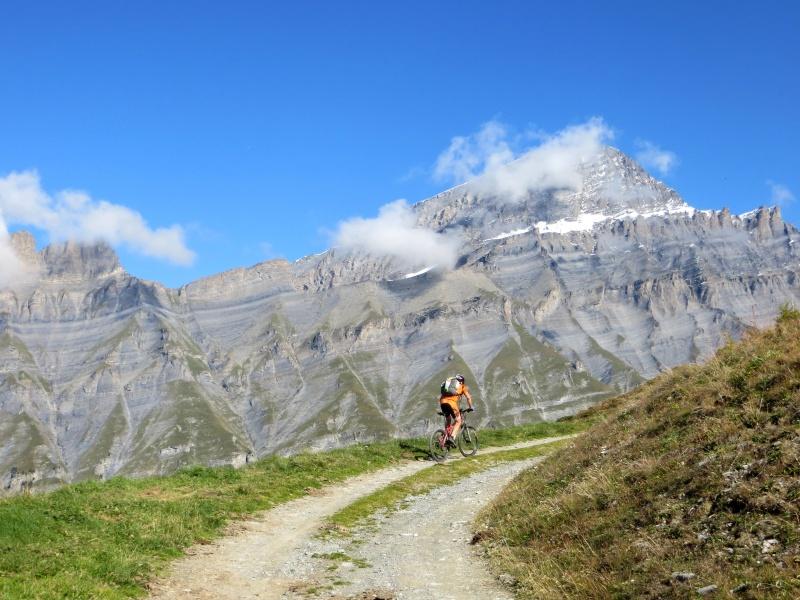 Salita alla Rinderhütte, sullo sfondo il Rinderhorn