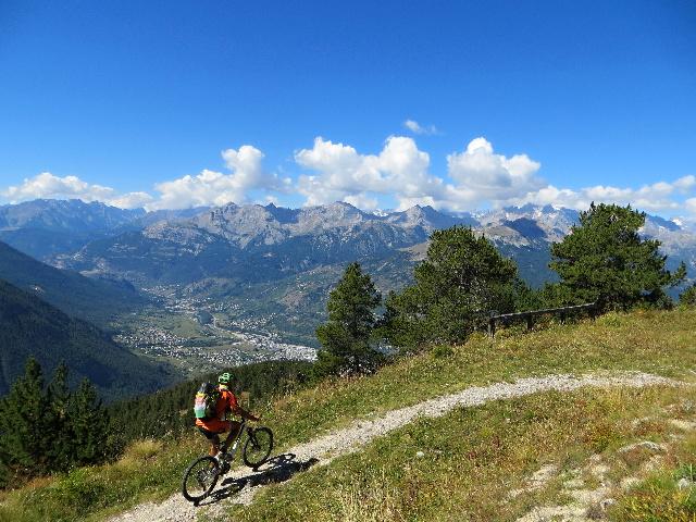 Panoramica sulla valle della Guisanne salendo in direzione dell'Infernet