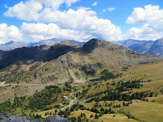 Il monte Chenaillet visto dallo Janus e la strada per il Fort du Gondran