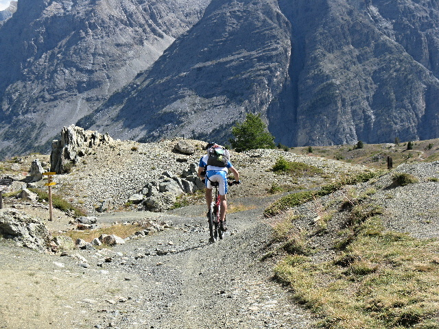 Discesa dal Col du Grondan in direzione del Lago Gignoux