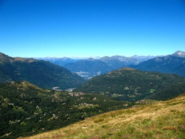 Panoramica su Alpi e prealpi svizzere da Motto della Croce