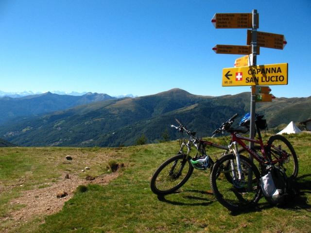 San Lucio - panorama sulla Val Colla con Monte Bar sullo sfondo
