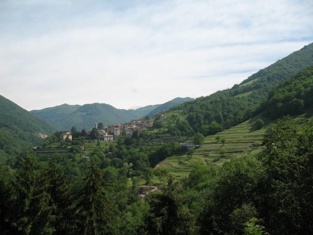 Salita verso Scudellate lungo la Val di Muggio