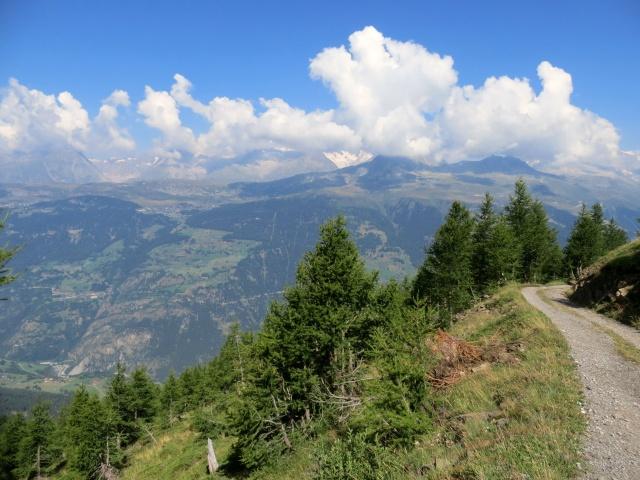 Salita al Colle del Breithorn, sullo sfondo panoramica dell'altopiano dell'Aletsch