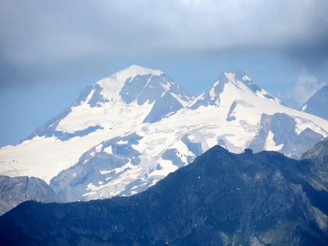 Il Trugberg (dx, 3.933 m) ed il Mönch (sx, 4.107 m)