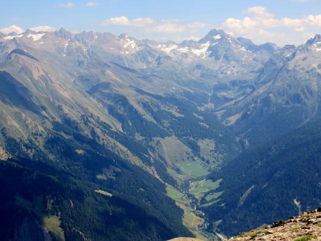 Panorama della Binntal dalla sommità del Breithorn, sullo sfondo la Punta del Sabbione e la Punta d'Arbola (Val Formazza)