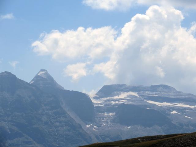 (A sx) Hillehorn (Punta Mottiscia - Alpe Veglia) ed il relativo ghiacciaio