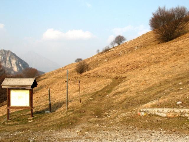 Inizio del single-track dal Monte Prasanto
