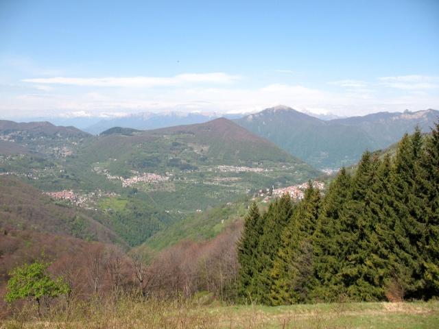 In direzione dell'Alpe di Colonno - panorama sulla Valle d'Intelvi