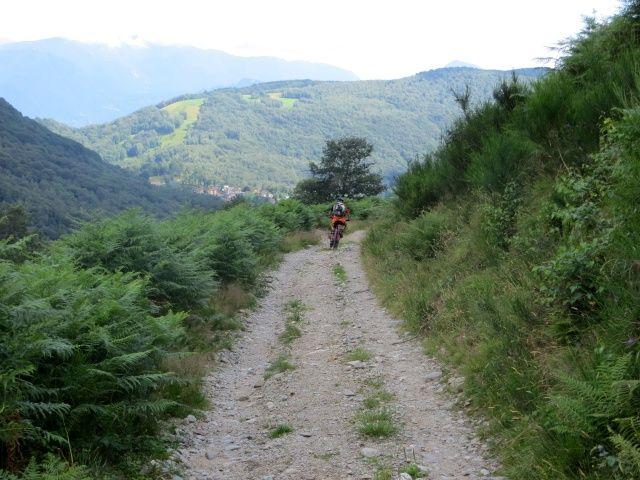 Sterrato per l'Alpe di Coransù