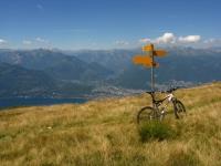 Ascona e la Val Maggia dalla sella tra il Monte Paglione ed il Monte Covreto