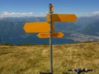 Presa del sentiero per la discesa verso Sant'Abbondio