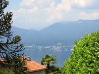 Lago Maggiore da Brezzo di Bedero, panorama su Piancavallo (in alto al centro)