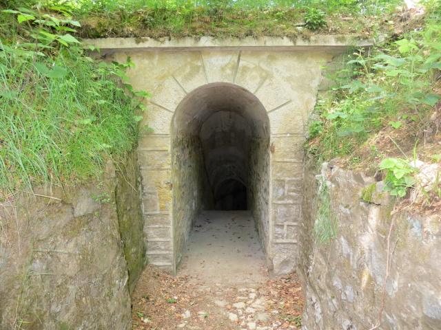 Ingresso ad una delle tante gallerie della Linea Cadorna sul Monte La Nave