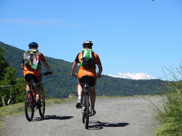 Salita al Sette Termini, sullo sfondo il Monte Rosa