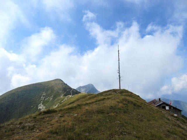 Capanna Tamaro (dx), Motto Rotondo (sx) e Monte Tamaro(centro)