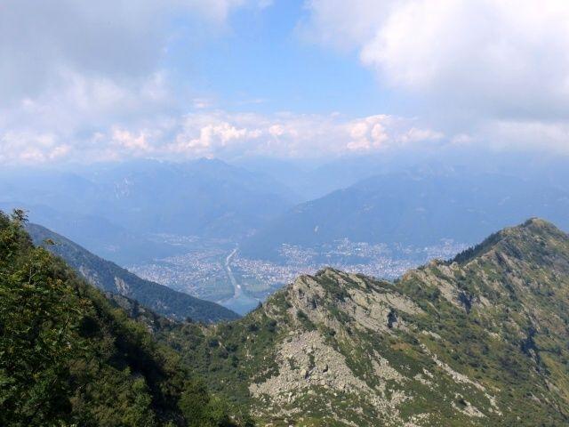 Panorama sulla foce del fiume Maggia e su Ascona/Locarno dalla Bocchetta del Motto Rotondo