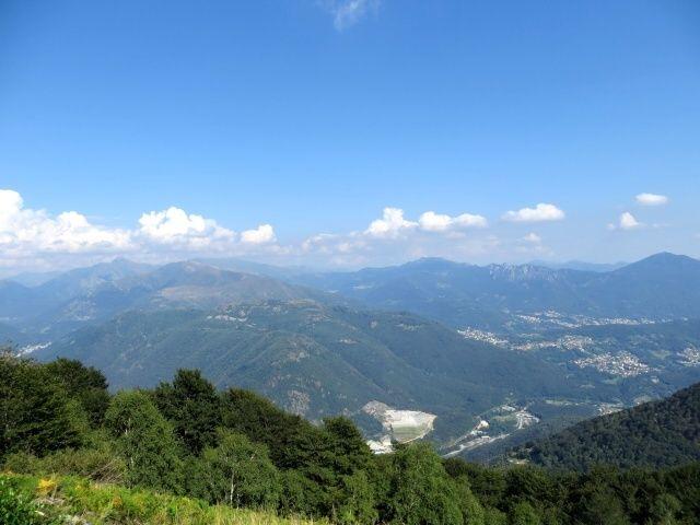 Panorama del Luganese (Monte Bar e Val Colla) nei pressi dell'Alpe Farè