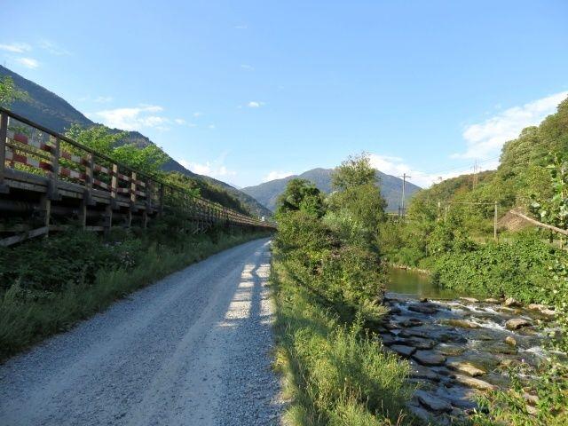 Tratto di ciclabile tra Torricella e Rivera lungo il fiume Vedeggio
