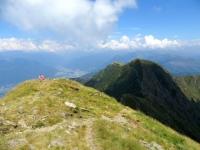 Sulla vetta del Monte Tamaro, panorama su Bellinzonese, sul Motto Rotondo e la Cima Manera