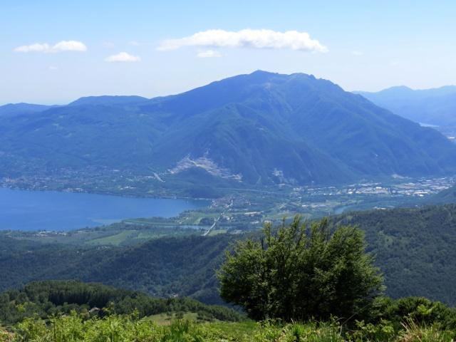 Panorama su Fondotoce e Monte Mottarone dalla vetta del Todun