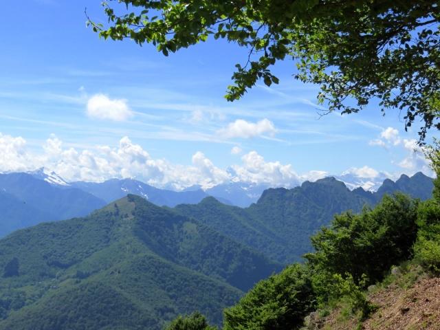La frastagliata cresta dei Corni di Nibbio dalla vetta del Todun