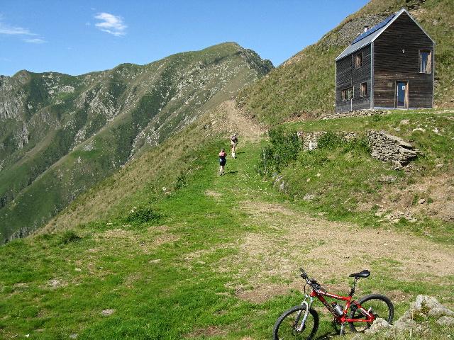 Bivacco Pian Vadà - Sullo sfondo il Monte Zeda