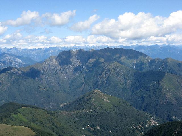 Panorama dallo Zeda - Monte Limidario (anche chiamato Monte Gridone) con la sottostante valle Cannobina